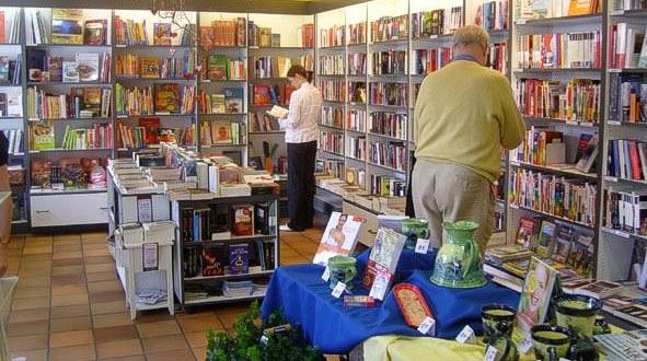 Buchhandlung_Kundin_600.jpg